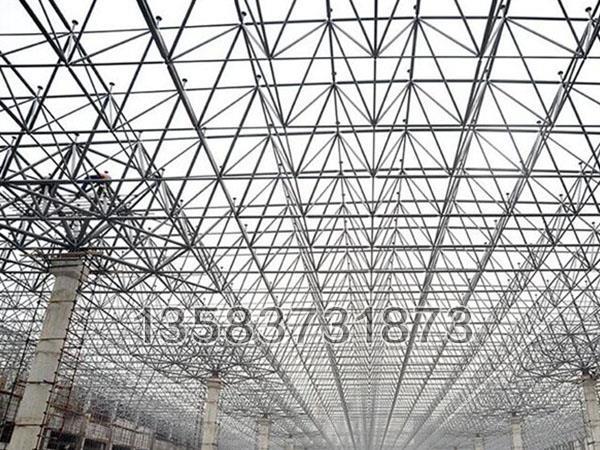 大型网架结构所有材料为绿色建材,满足生态环境要求,有利于健康