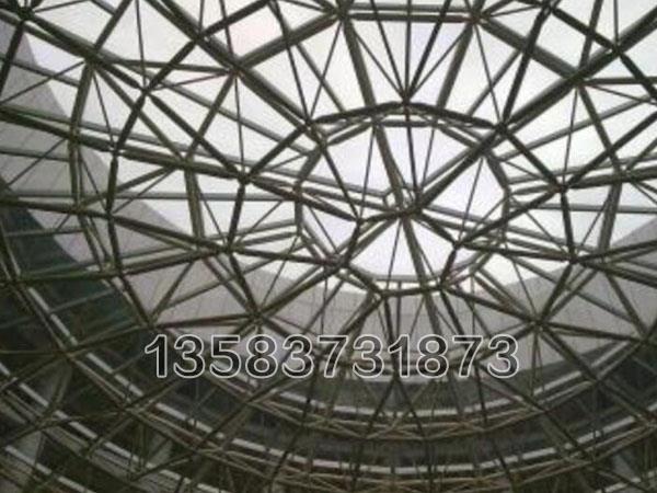 特殊受力或伸缩要求的网架结构可采用橡胶支座、滑移支座、球铰支座等支撑形式
