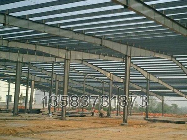 在设计方面又做了全面的防渗透处理,有效延长了多层钢结构的使用年限