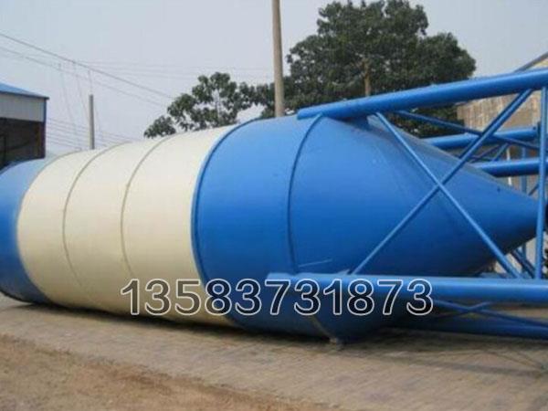 散装水泥罐在使用时极大的延长了罐的使用寿命,主要用来储装各种干燥小颗粒类物料或粉料