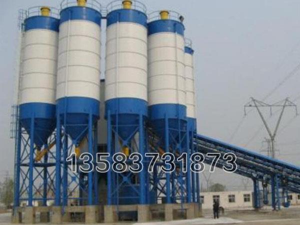60吨水泥罐为圆柱形结构,底部由四条圆管支腿支撑整个罐体,整罐全部为钢结构形式