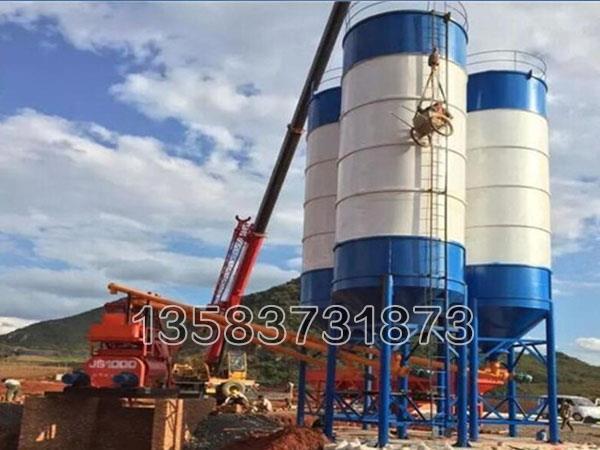 100吨水泥罐是一种封闭式的储存散装物料的罐体,适合储存水泥、粉煤灰等各种散装物料