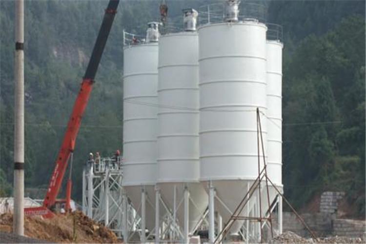 其次就是在对湖北散装水泥罐拆迁时,记得要在厂家或者技术员的指导下进行,拆迁是一项很重要的任务